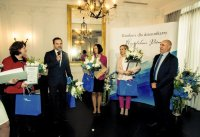 "Collecting distinction in ""Crystal Pen"" journalist contest from professor of psychiatry Janusz Heitzman (2015)"