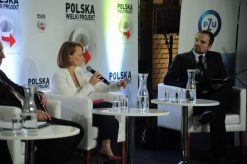 Moderating opening debate of Congress Polska Wielki Projekt (2016)